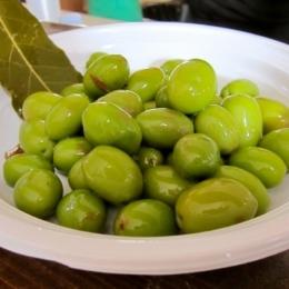Оливки зеленые супергигант с косточкой в рассоле Olymp 4400г